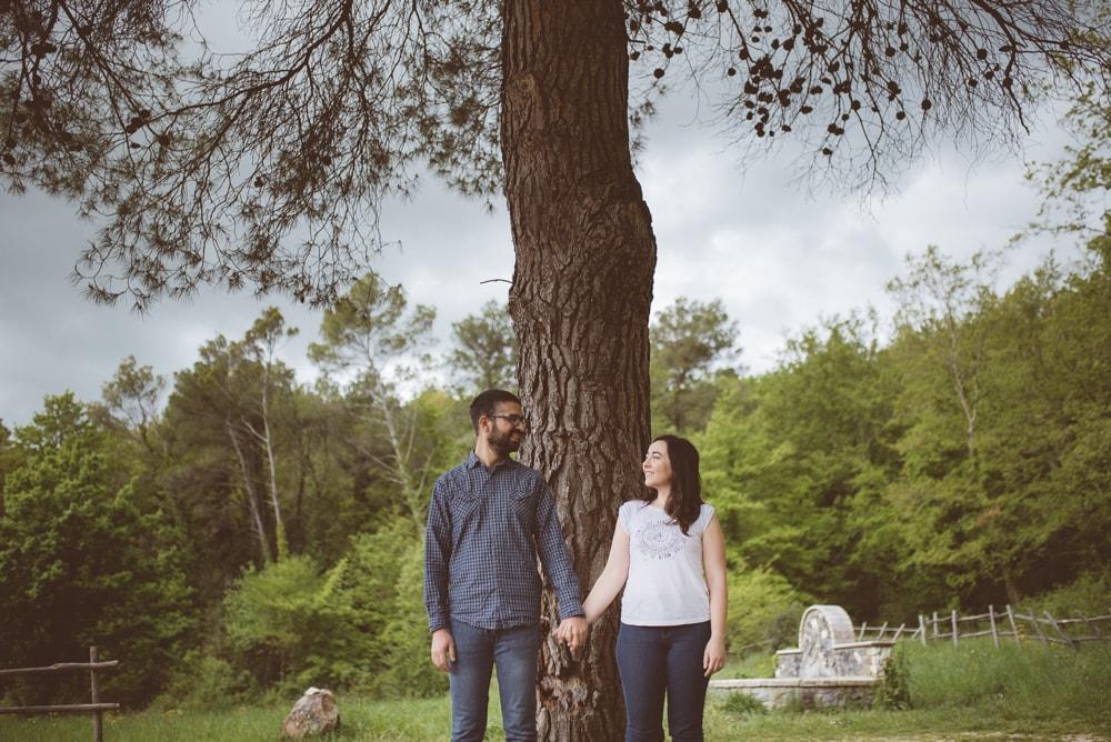 Fotografo di coppia a Viterbo. Servizio fotografico di engagement di coppia alla Riserva naturale del Lamone (Viterbo)