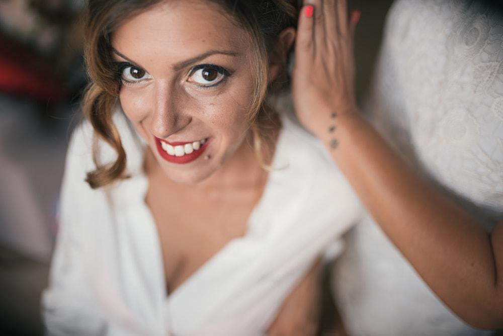 La sposa al trucco. Fotografo di matrimonio a Farnese, Tuscia, Viterbo e ricevimento a Pitigliano. Sposi Jacopo e Anna Maria. Noemi Federici, Fotografo Professionista di matrimonio a Viterbo, Tuscia, Farnese
