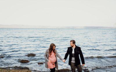 Servizio fotografico di gravidanza. Maternity sul lago di Bolsena, Viterbo